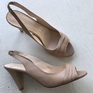 Tahari cream leather strap back Bravo heel 9.5